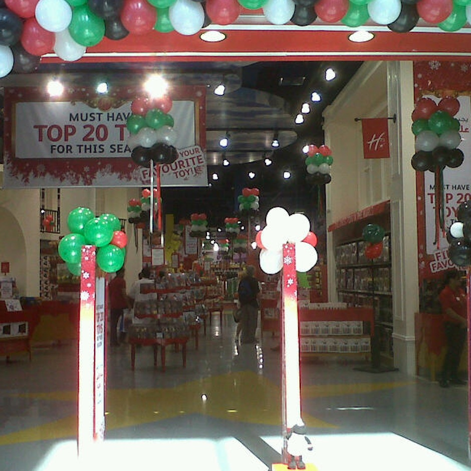 square-hamleys_national-day_decor